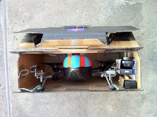 予備バッテリーと専用充電器も収納できる